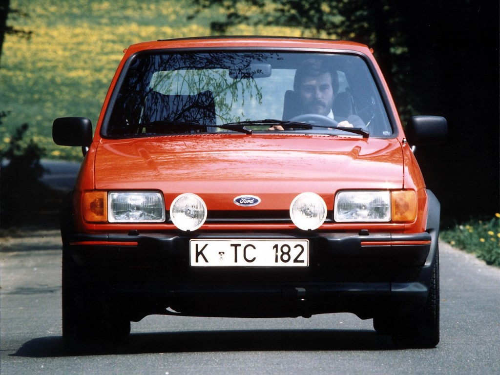 Red Ford Fiesta XR2